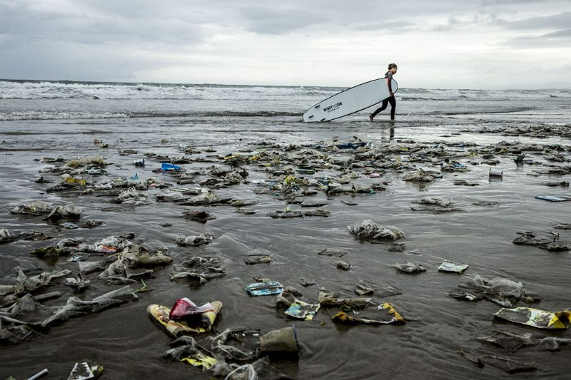 Море пластика